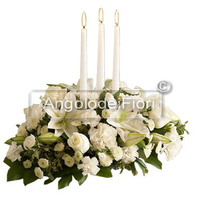 Centrotavola Natalizio con fiori bianchi