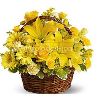 Composition basket in shades of yellow