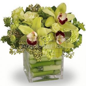 Composizione in vetro con fiori di cymbidium