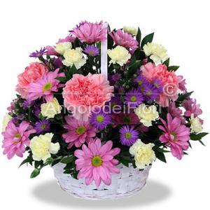 Cesto di fiori bianchi e rosa