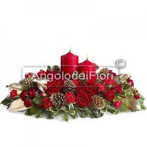 Elegante Centrotavola Natalizio con fiori e bacche
